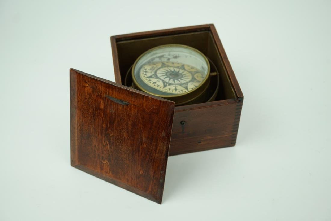 VINTAGE WOOD CASED NAUTICAL COMPASS