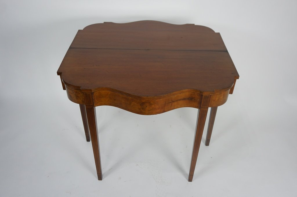 EARLY 1800'S ANTIQUE HEPPLEWHITE GAME TABLE