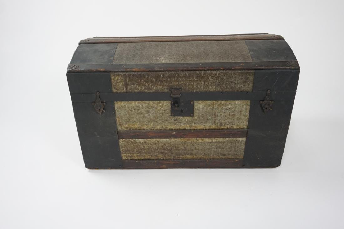 SMALL ANTIQUE STEAMER TRUNK