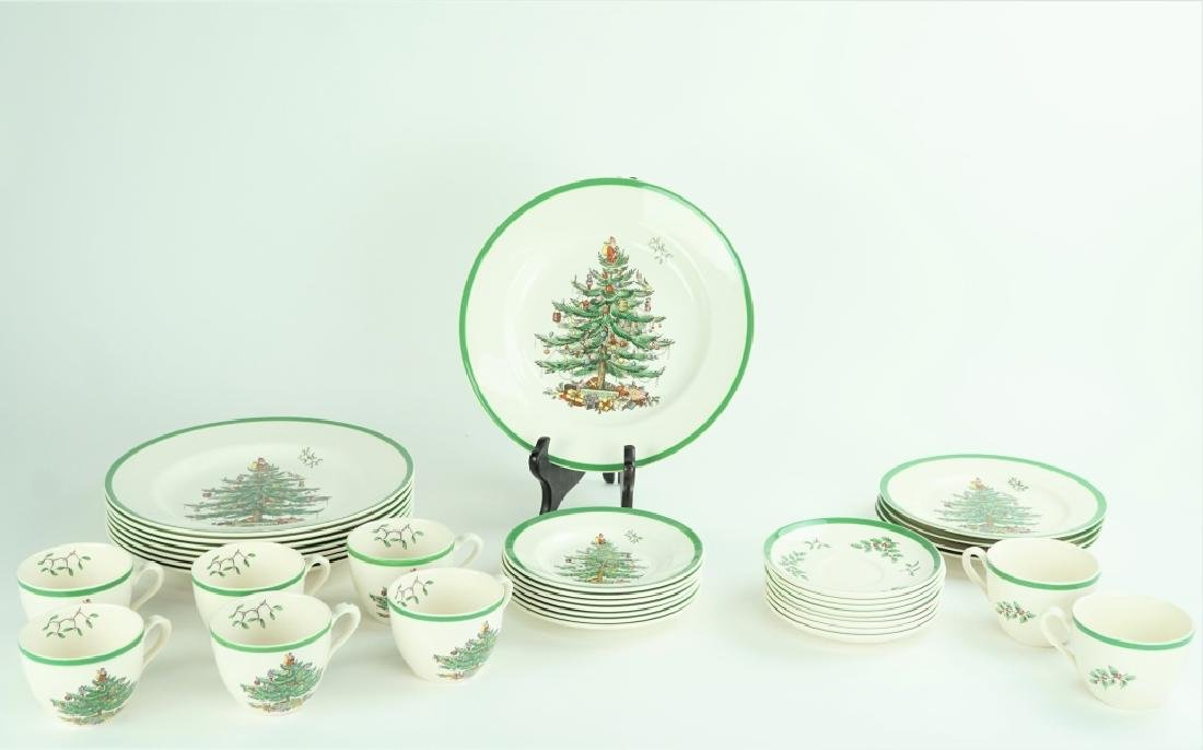35pc SET SPODE PORCELAIN CHRISTMAS DINNER SERVICE