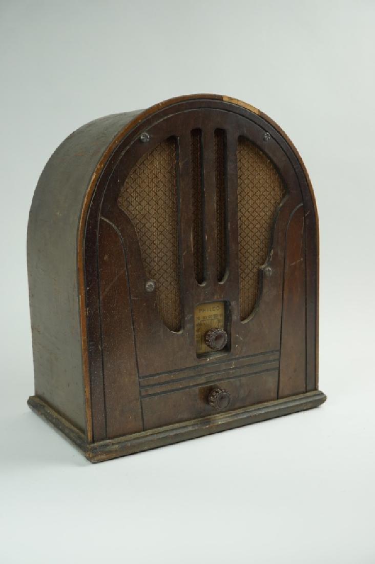 VINTAGE PHILCO CATHEDRAL RADIO