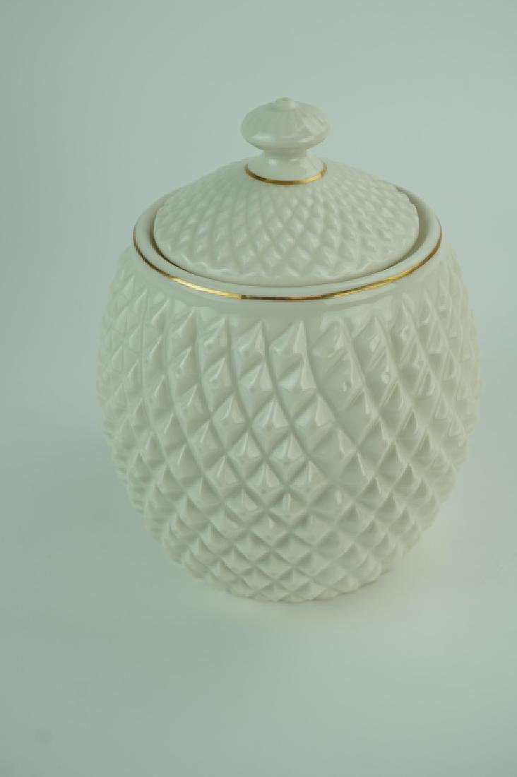 2000 IRISH BELLEEK PINEAPPLE LIDDED BISCUIT JAR