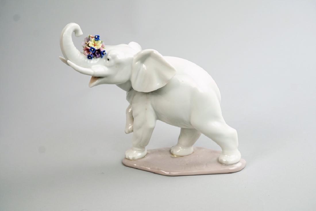 "LLADRO ""LUCKY'S GAL"" #6461 ELEPHANT FIGURINE"