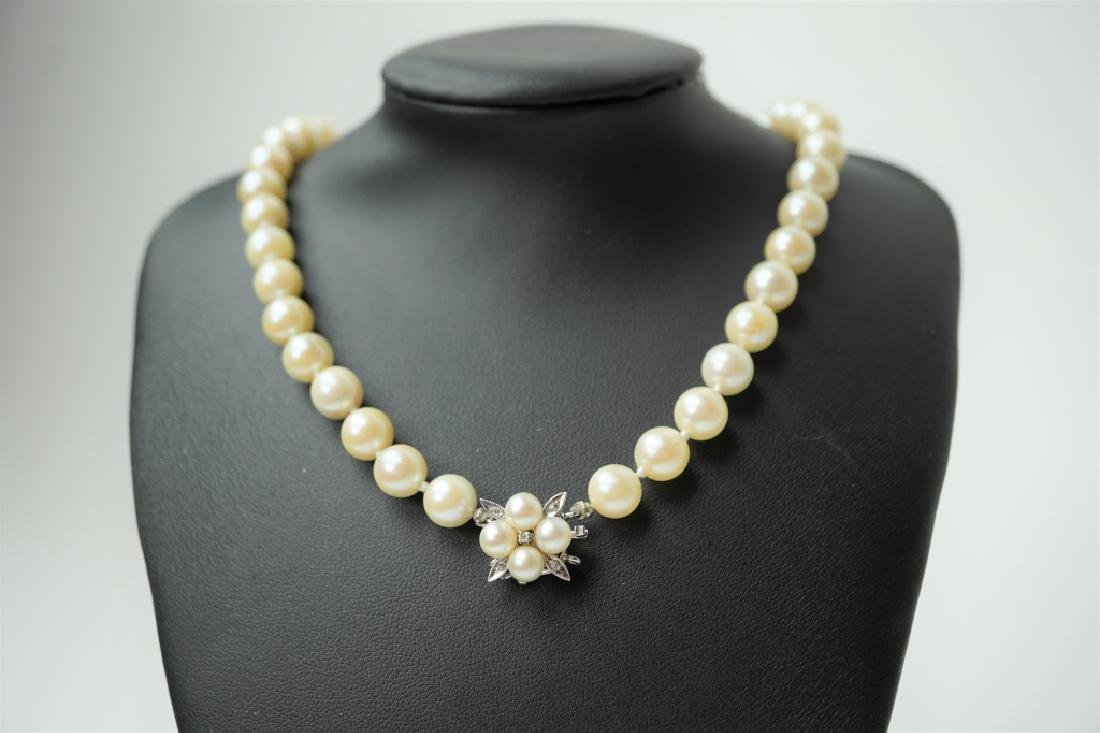 CULTURED PEARL NECKLACE WITH DIAMOND CLASP