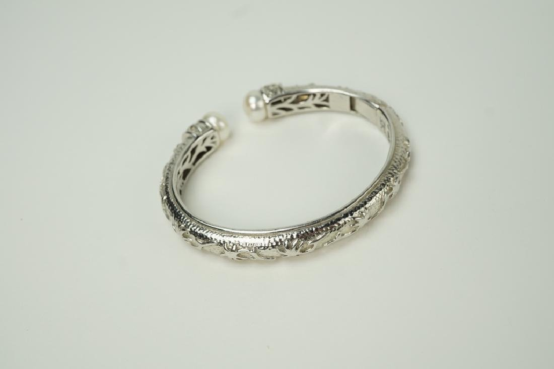 KN STERLING SILVER & PEARL-TIPED HINGED BRACELET