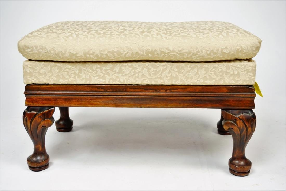 FOOTSTOOL WITH STORAGE COMPARTMENT - 3