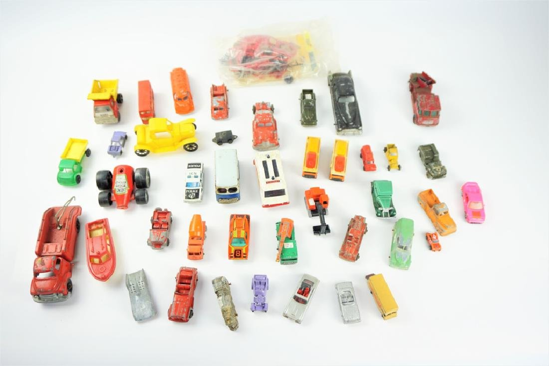 GENEROUS LOT OF VINTAGE DIECAST VEHICLES
