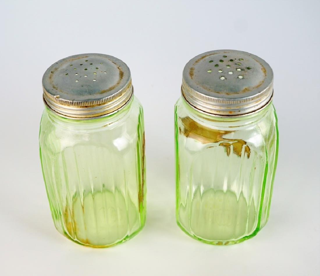 PAIR VINTAGE HOOSIER GLASS SALT & PEPPER SHAKERS - 3