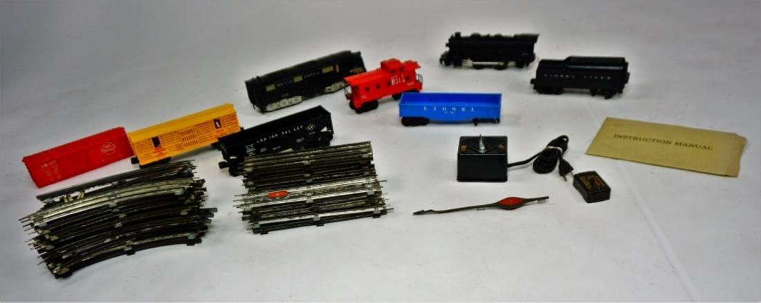 ASSORTED O GAUGE TRAIN CARS & TRACK - 8