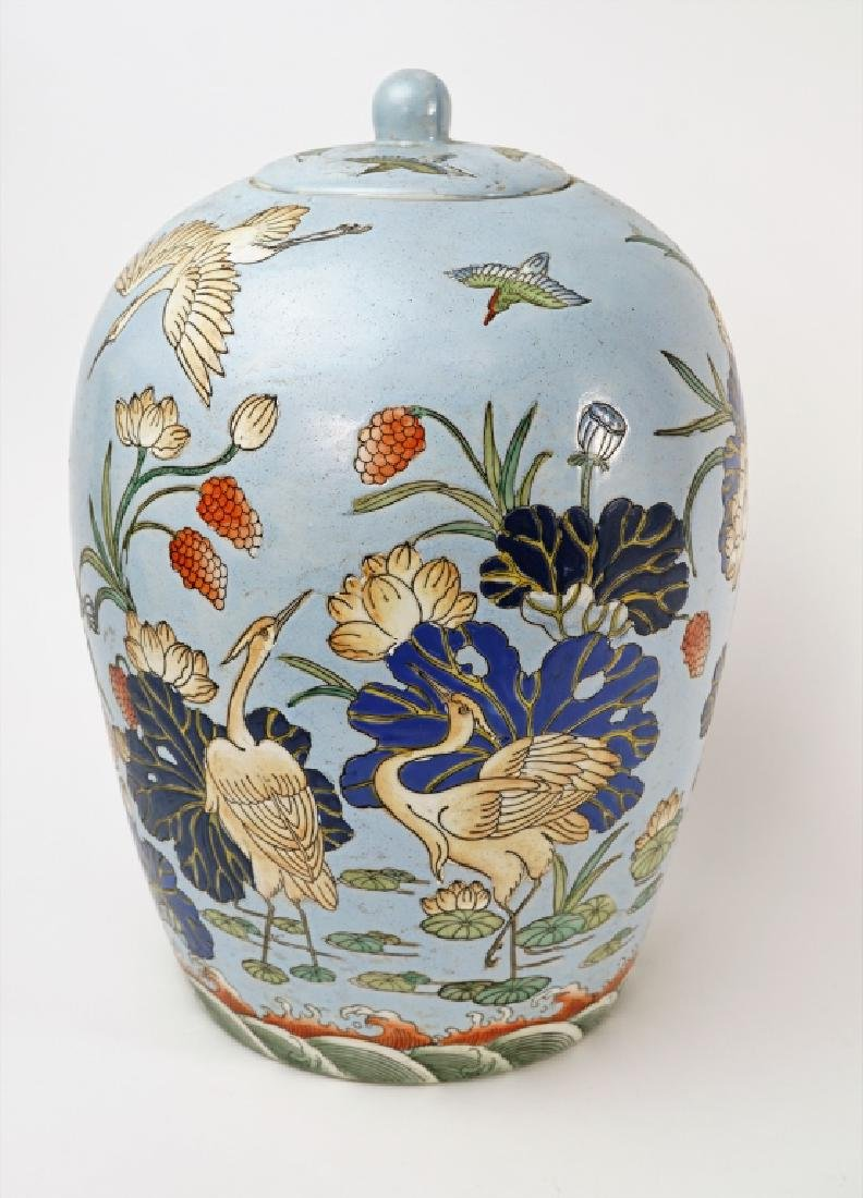 CHINESE PROCELAIN COVERED URN