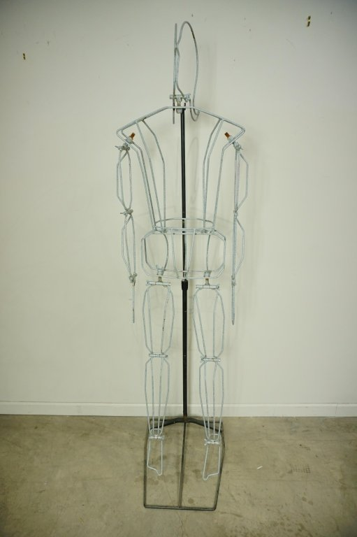 (2) FREE FORM WIRE MANNEQUINS ON STANDS - 7
