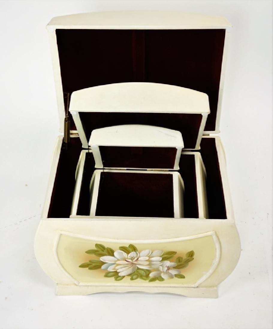 (3) NESTING BOXES
