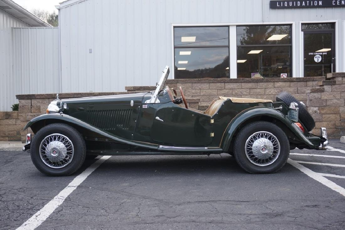 1952 MG TD REPLICA CAR MODEL CONVERTIBLE