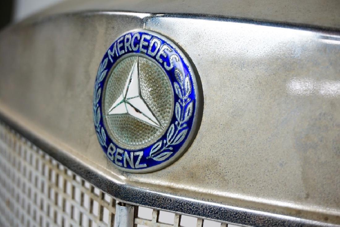 VINTAGE MERCEDES BENZ 180D AUTOMOBILE GRILLE - 3