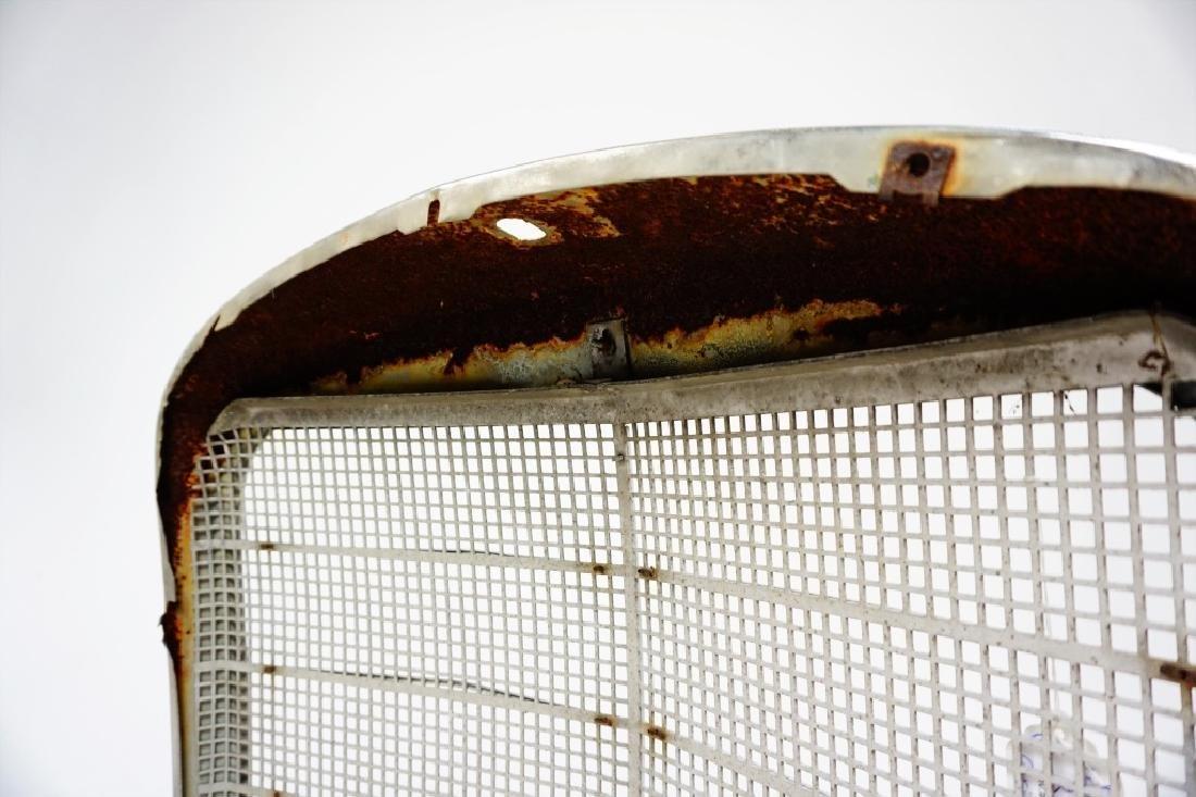 VINTAGE MERCEDES BENZ 180D AUTOMOBILE GRILLE - 6