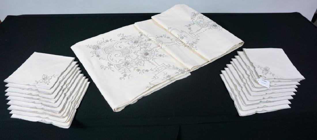 OPENWORK EMBROIDERED TABLE CLOTH & NAPKINS