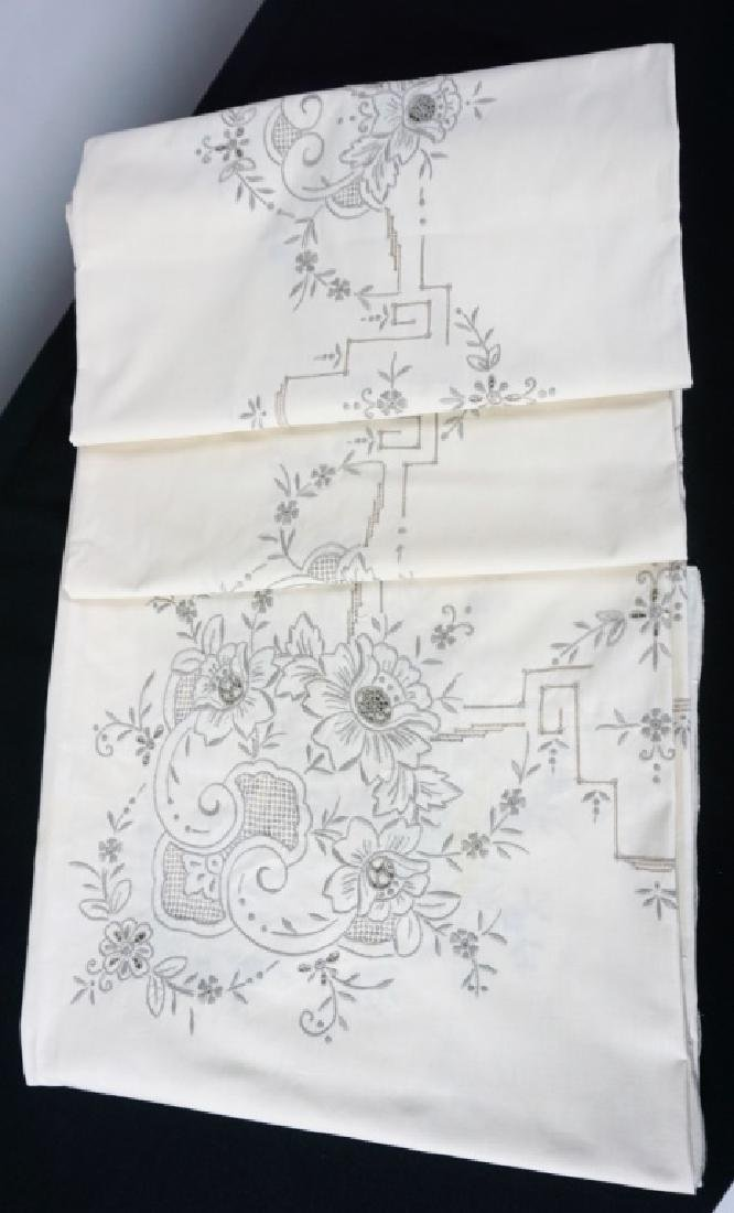 OPENWORK EMBROIDERED TABLE CLOTH & NAPKINS - 2