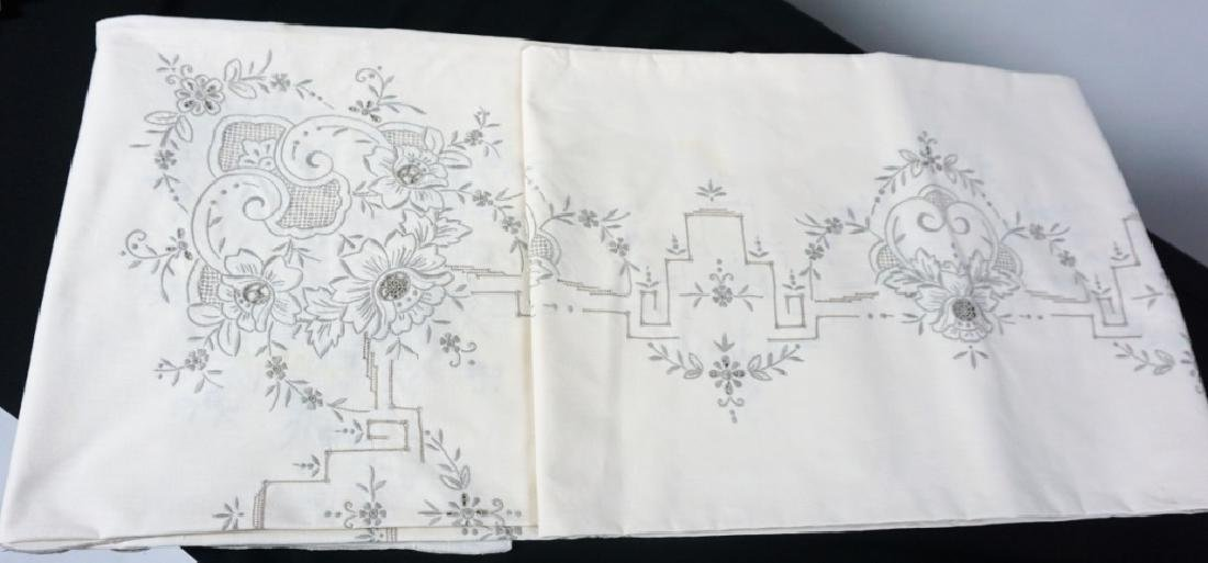 OPENWORK EMBROIDERED TABLE CLOTH & NAPKINS - 3