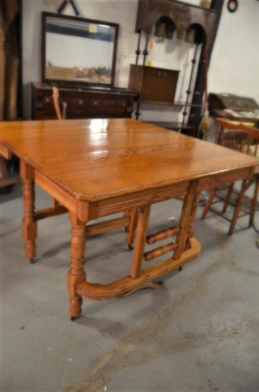SOLID ANTIQUE QUARTER SAWN OAK  KITCHEN TABLE