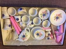 VINTAGE CHILD'S DISH SET ~ 29 pc ~