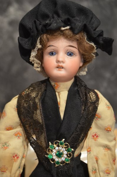 ANTIQUE FRENCH ~ MON TRESOR ~INTERESTING DOLL ~ PARIS ~ - 2