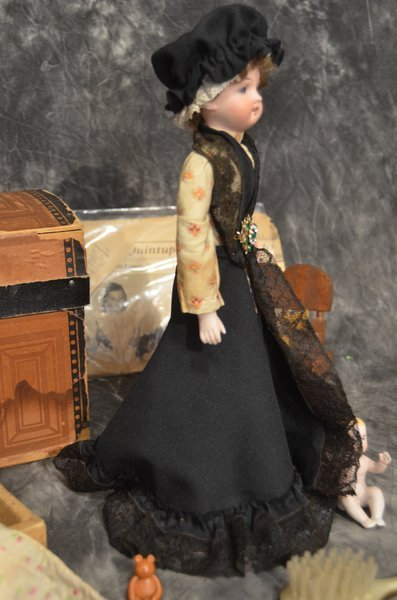 ANTIQUE FRENCH ~ MON TRESOR ~INTERESTING DOLL ~ PARIS ~ - 3