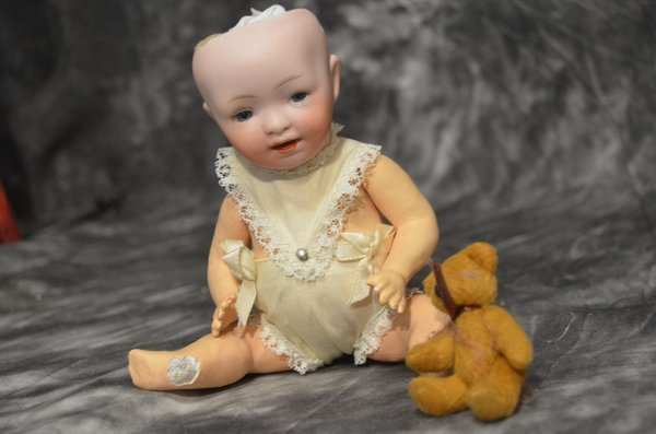 "8"" GERMAN ANTIQUE BABY DOLL"