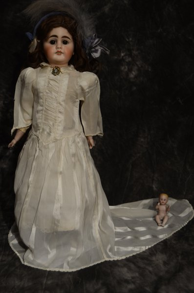 CHARMING ANTIQUE BISQUE HEAD DOLL 17""