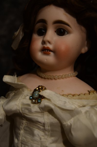 "CHARMING ANTIQUE BISQUE HEAD DOLL 17"" - 5"