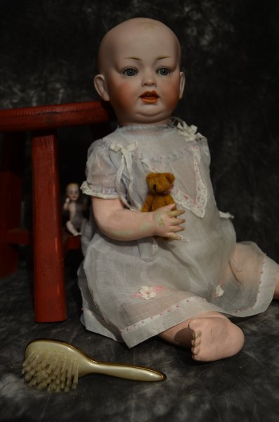 CHARMING ANTIQUE ~ 142 ~ SOLID DOME CHARACTER BABY