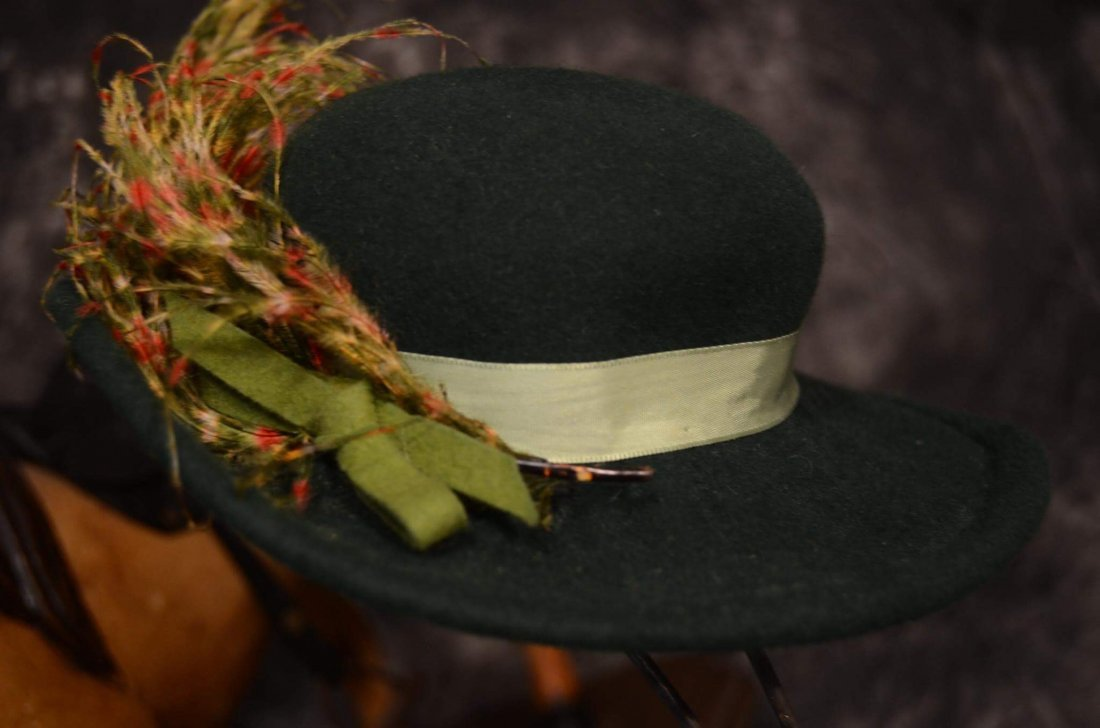 VINTAGE ROBIN HOOD TYPE HAT w FEATHER PLUME - 3