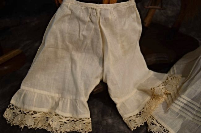 ANTIQUE/VINTAGE SLIP AND PANTALOON SET ~ CUTE ~ - 3