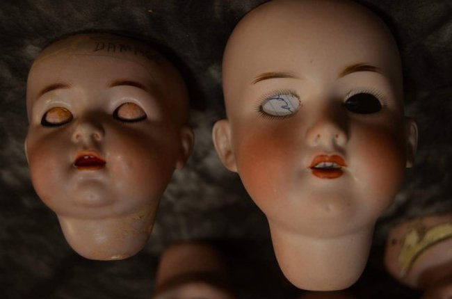 LOT OF 5 ANTIQUE BISQUE DOLL HEADS ~ DAMAGED ~ - 2
