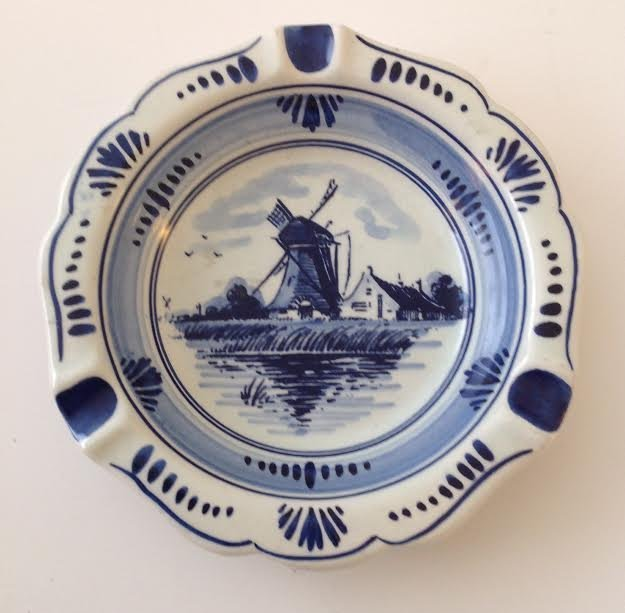 """Vintage Delft Blue Ashtray – Hand painted 5.75"""""""