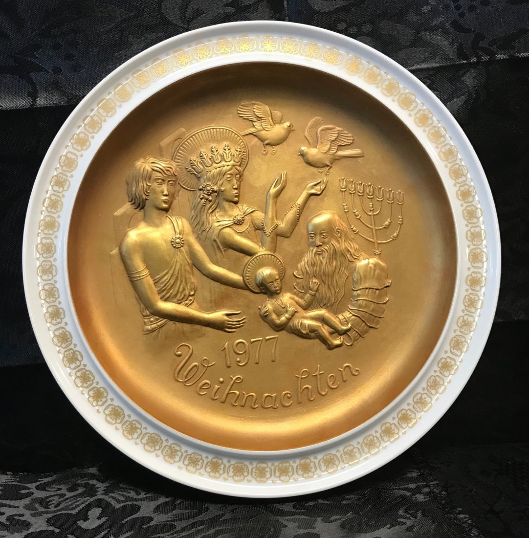 "Hutschenreuther Christmas 1977 ""The Holy-Family"" Plate"
