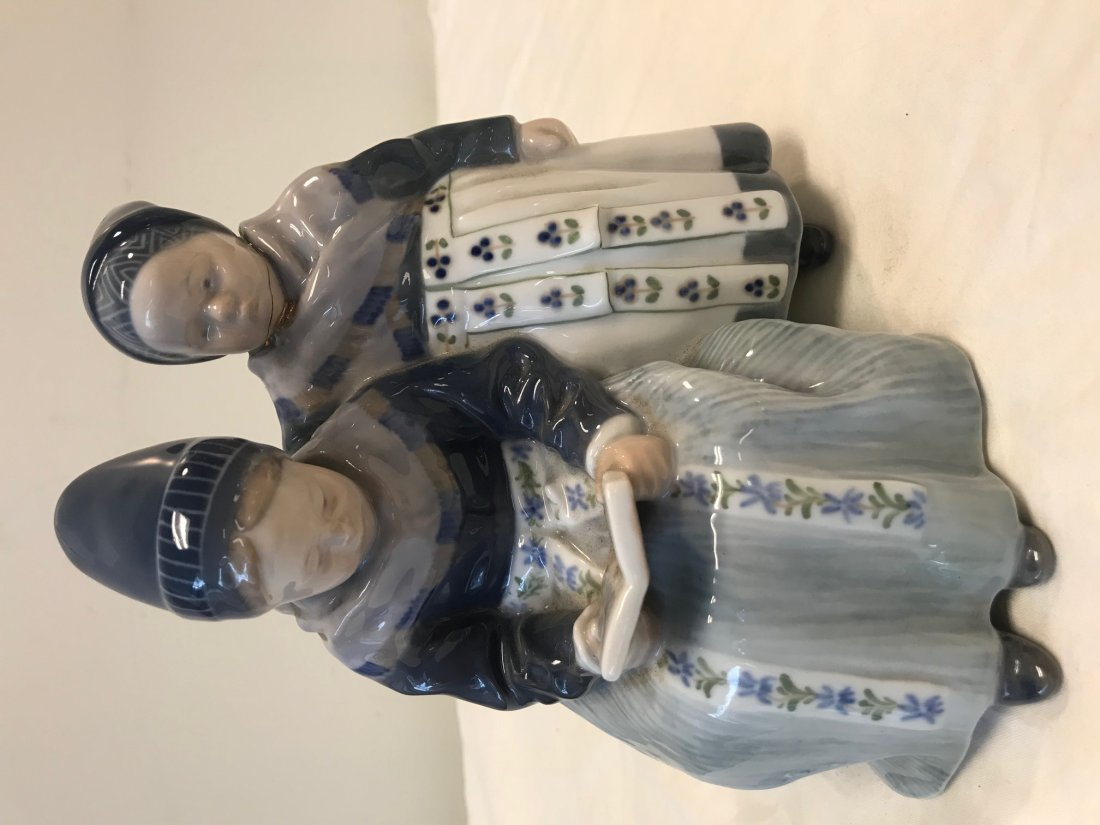 Royal Copenhagen 1395; Two Amager Girl Reading Figurine - 2