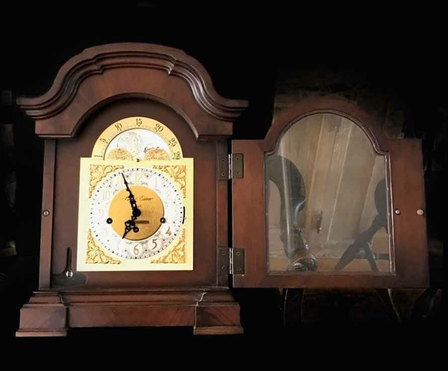HOWARD MILLER MANTLE CLOCK 8-DAY KEY WIND WORKS - 2