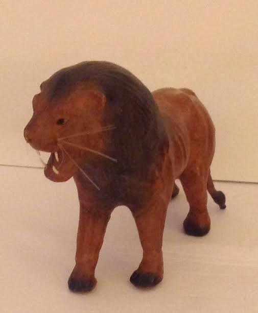 LEATHER HAND CRAFTED LOIN FIGURINE 13 X 6 - 2