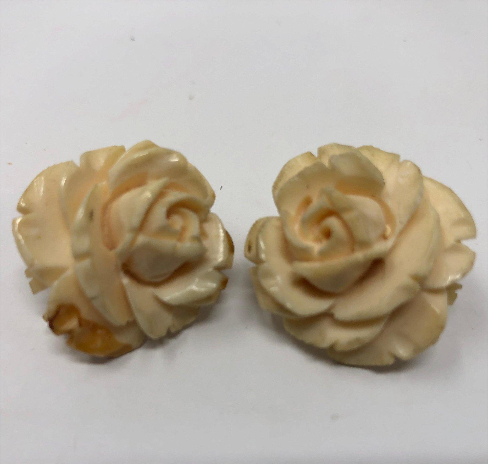 1940s Vintage Acrylic Cream Flower Earrings