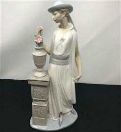 Lladro Porcelain made in Spain Lady With Flower Vase