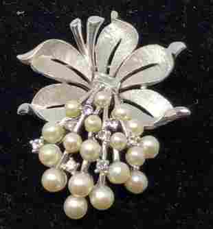 TRIFARI Brooch Brushed Silvery Clearstone Pearly