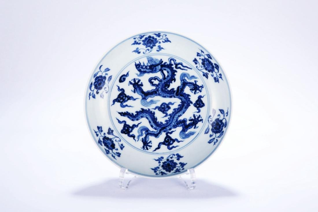Chinese blue and white porcelain dragon plate, Ming