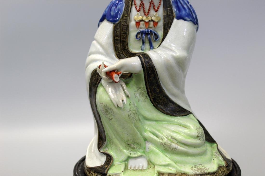Chinese famille rose porcelain Guanyin, 18th Century. - 3