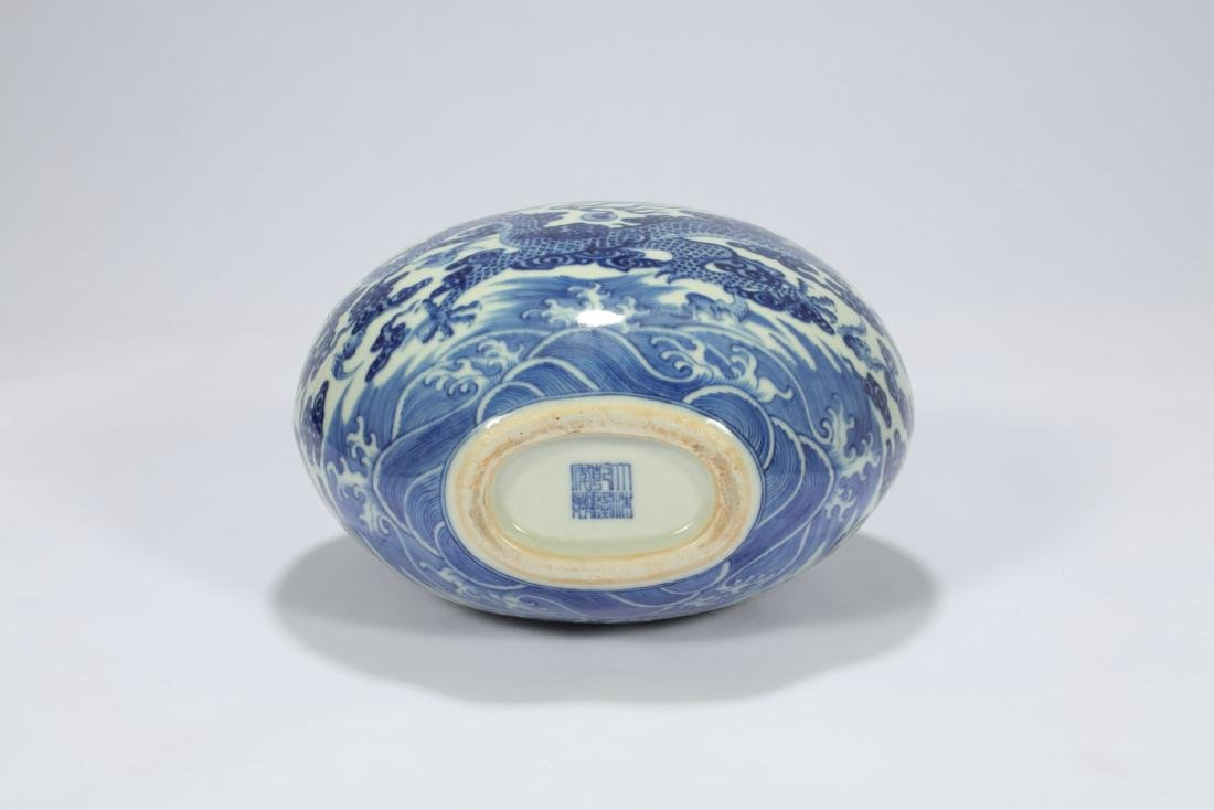 Chinese blue and white moon flask porcelain vase. - 5