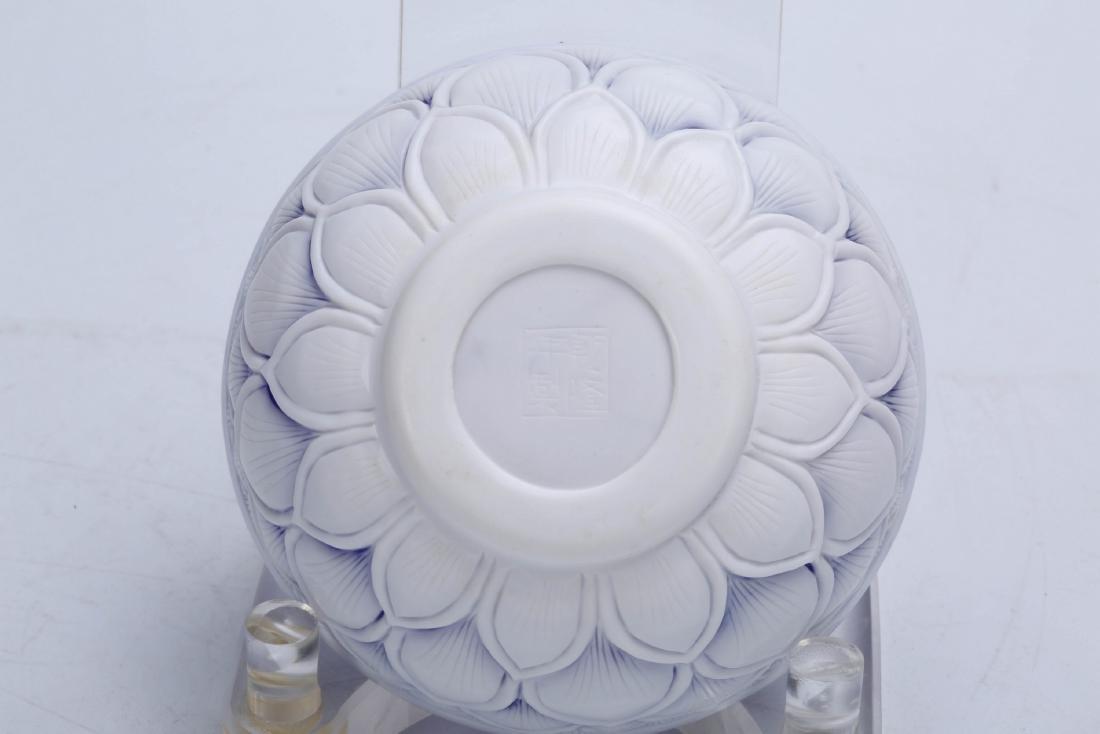 Chinese Peking glass bowl, Qianlong mark. - 3