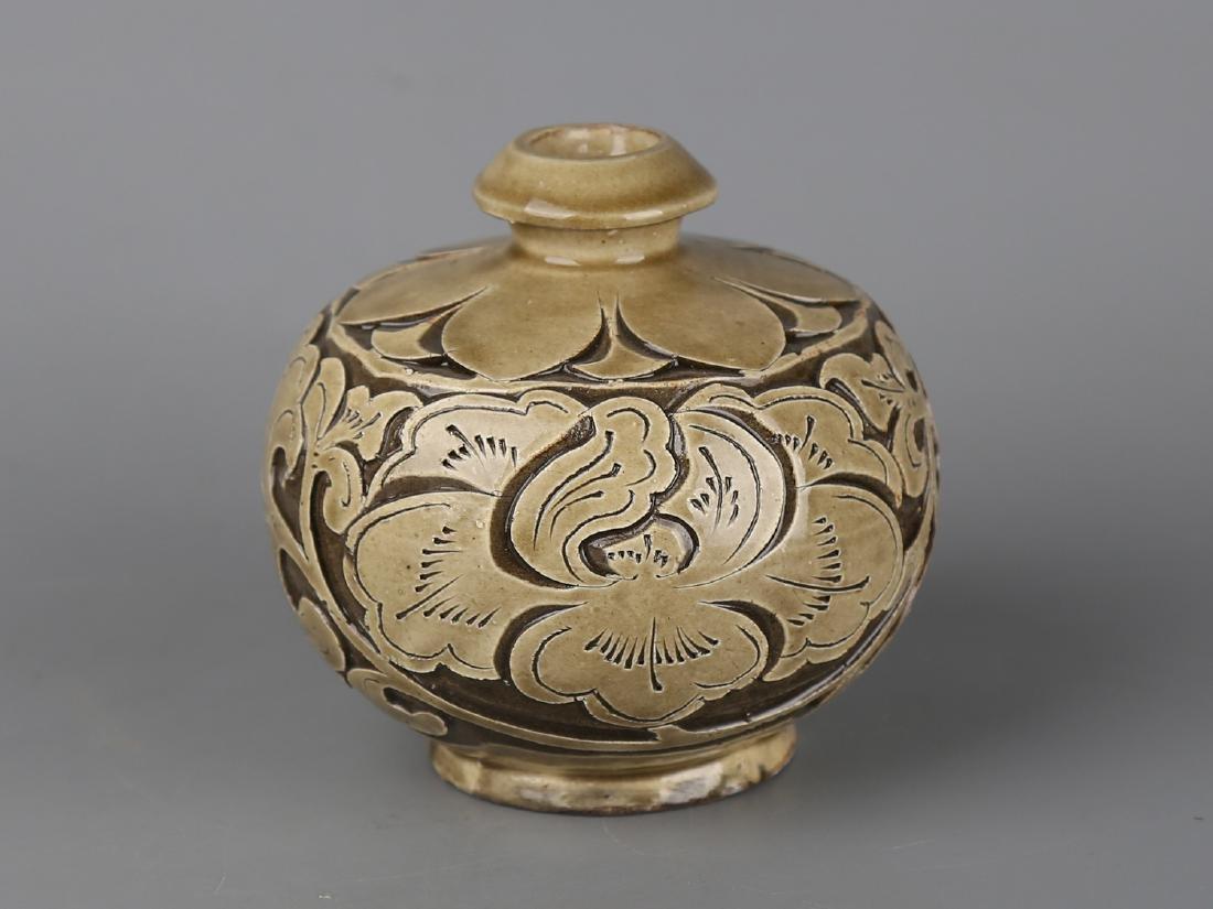 Chinese celadon glaze pottery jar.