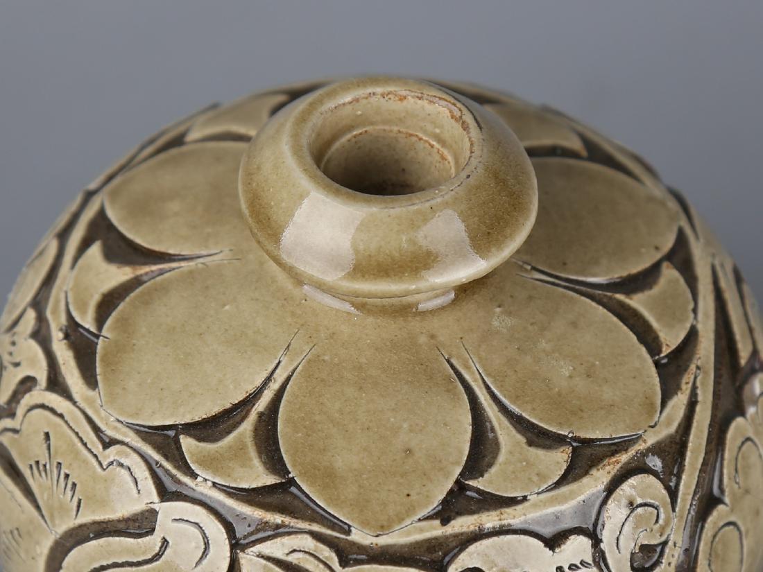Chinese celadon glaze pottery jar. - 4
