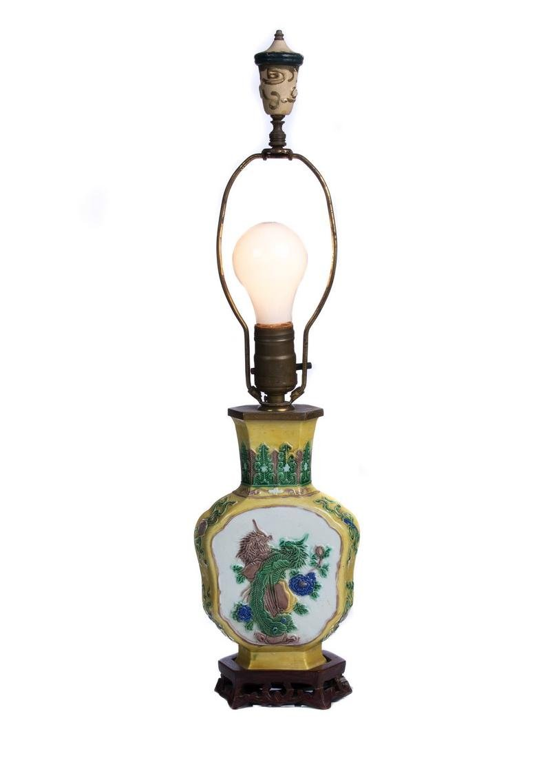 CHINESE HAND PAINTED PORCELAIN LAMP