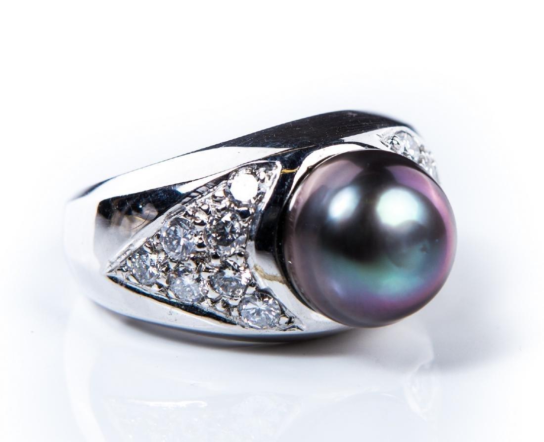 14KT WG DIAMOND & BLACK PEARL RING