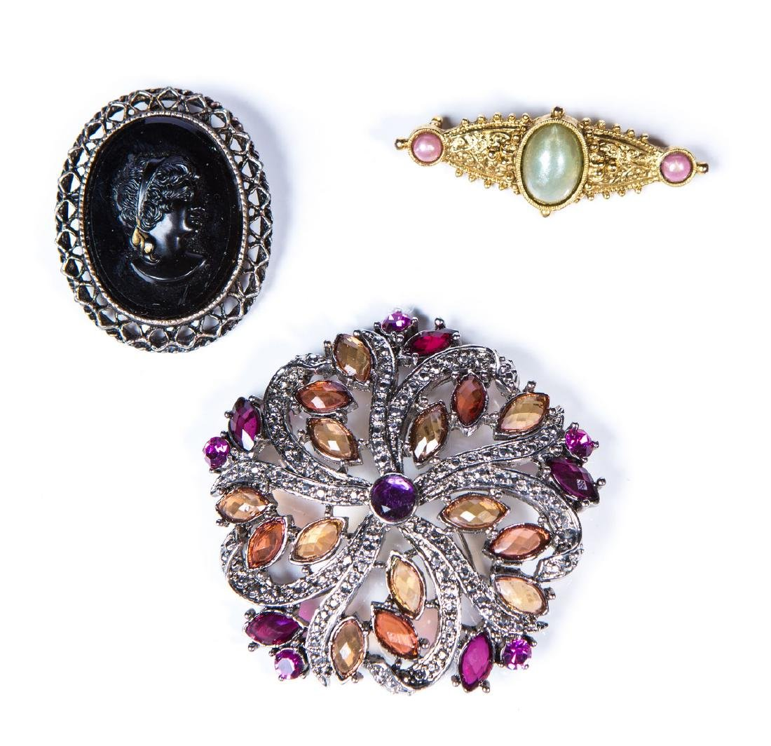 COSTUME BROOCHES (3)